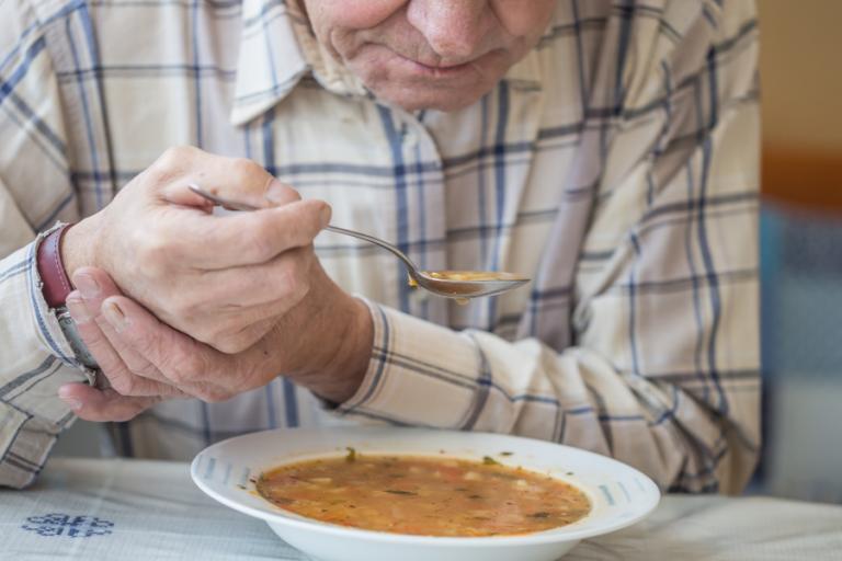 ¿Qué alimentos debe comer una persona con Parkinson?